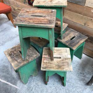 Anciens tabourets en bois