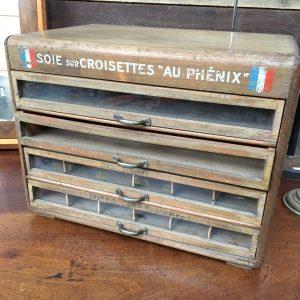 Ancienne boite à couture soie sur croisette «au Phenix»