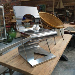 Chaise design en inox réalisée par Daniel Dupire en 1985