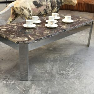 Table basse dessus marbre années 80