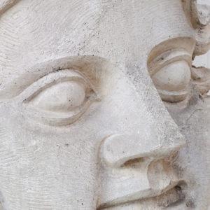 Ancienne tête de géant du nord en plâtre