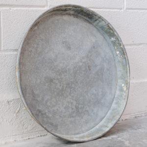 Anciennes gamelles à sève de pin en zinc