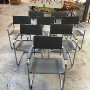 Série de 8 chaises en cuir dans l'esprit de Marcel Breuer
