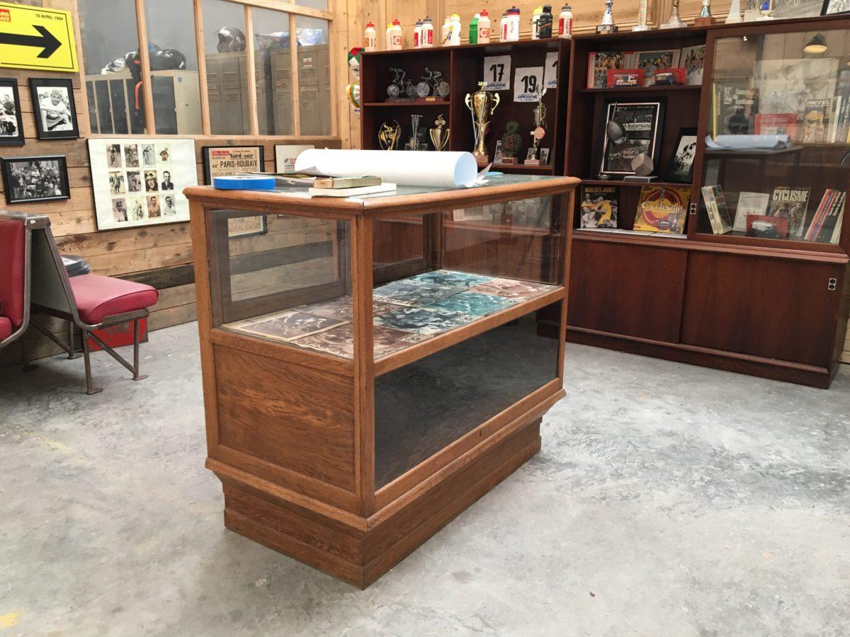 ancien comptoir vitrine de magasin nord factory. Black Bedroom Furniture Sets. Home Design Ideas