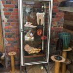 Ancienne vitrine médicale
