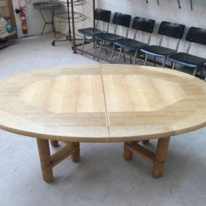 Table ovale Elmyre «Votre Maison» par Guillerme et Chambron circa 1960