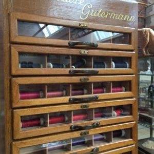 Très rare meuble «Soie à coudre Gutermann»