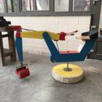 Ancienne pelleteuse de jardin public pour enfants