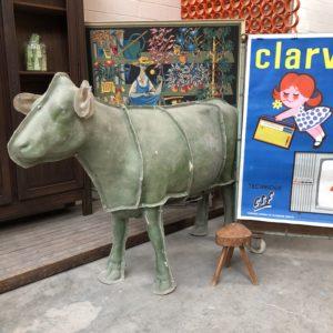 Ancien moule de vache en fibre de verre
