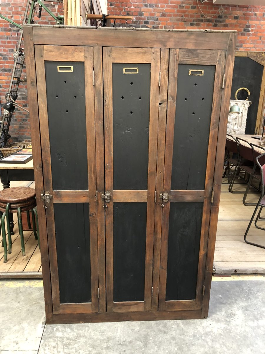 ancien vestiaire d 39 usine en bois nord factory. Black Bedroom Furniture Sets. Home Design Ideas