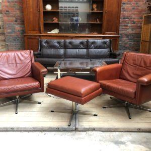 Paire de fauteuils en cuir et ottoman Georg Thams