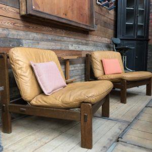 Paire de fauteuils vintage en cuir
