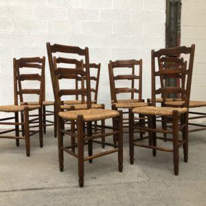 Suite de 10 chaises paillées