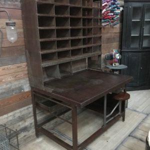 Ancien meuble de tri postal 30 casiers