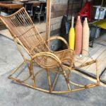 Ancien rocking chair en rotin