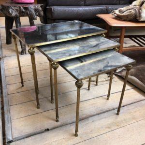 Anciennes tables gigognes en laiton