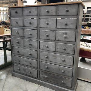 Ancien meuble d'atelier 22 tiroirs