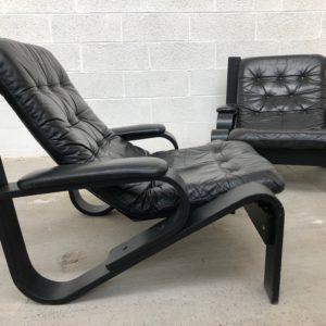 Paire de fauteuils années 80 en cuir