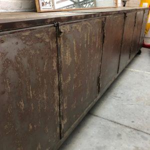 Très grand meuble d'usine en métal années 30