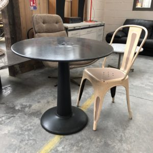 Ancienne table de bistrot Tolix G80