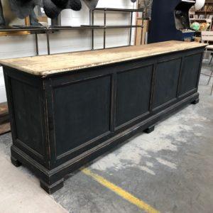Ancien comptoir de commerce patiné noir