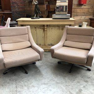Paire de fauteuils Space âge