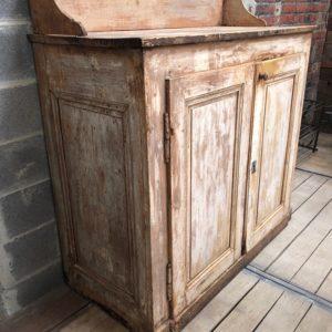 Ancien meuble patiné