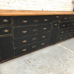 Ancien meuble de pharmacie patiné