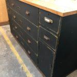 Ancien meuble de commerce patiné