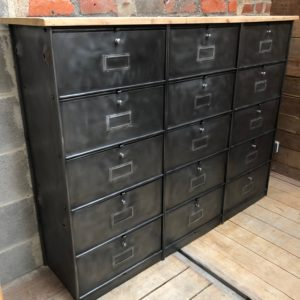 Ancien meuble métallique 15 clapets