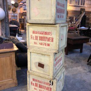 Anciennes caisses de déménagement en bois