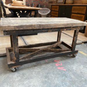 Ancien chariot d'usine