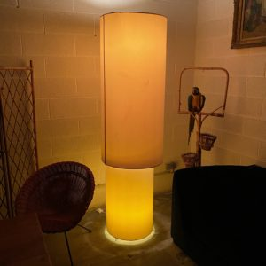 Lampadaire design en tissu