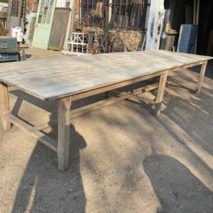 Immense table de ferme