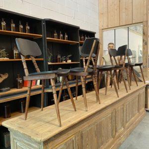 Suite de 8 chaises de bistrot
