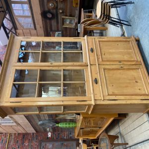 Ancienne vitrine en sapin