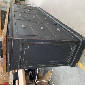 Meuble à tiroirs panneauté
