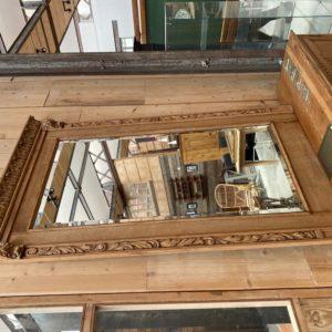 Grand miroir en chêne début XXème