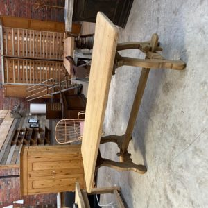 Table «espagnole» en chêne