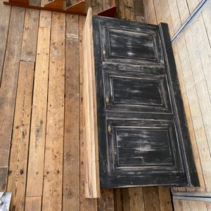Ancien meuble de métier patiné