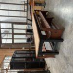 Table de brasserie et ses 2 bancs