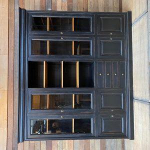Grande armoire vitrine patinée