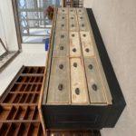 Grand comptoir à tiroirs