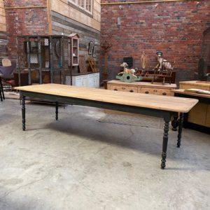 Grande table de ferme en sapin