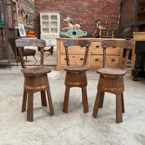 Suite de 3 chaises atypiques