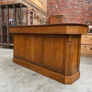 Ancien comptoir en chêne
